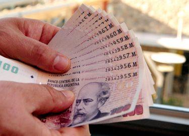 Cae el salario en la Argentina
